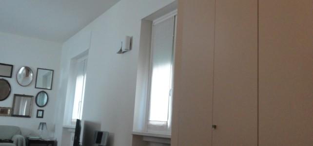 Tre camere e due bagni nell'appartamento anni '50