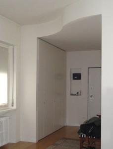 armadio di recupero nell'ingresso