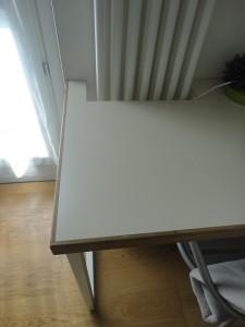 scrivania con buco