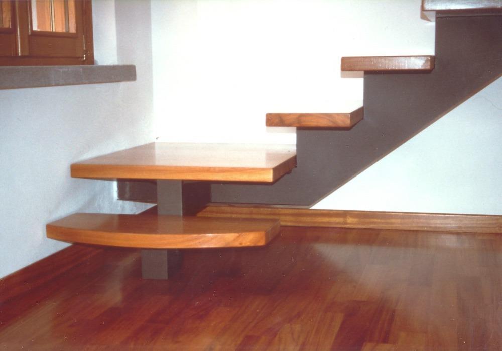 Particolare gradini in legno